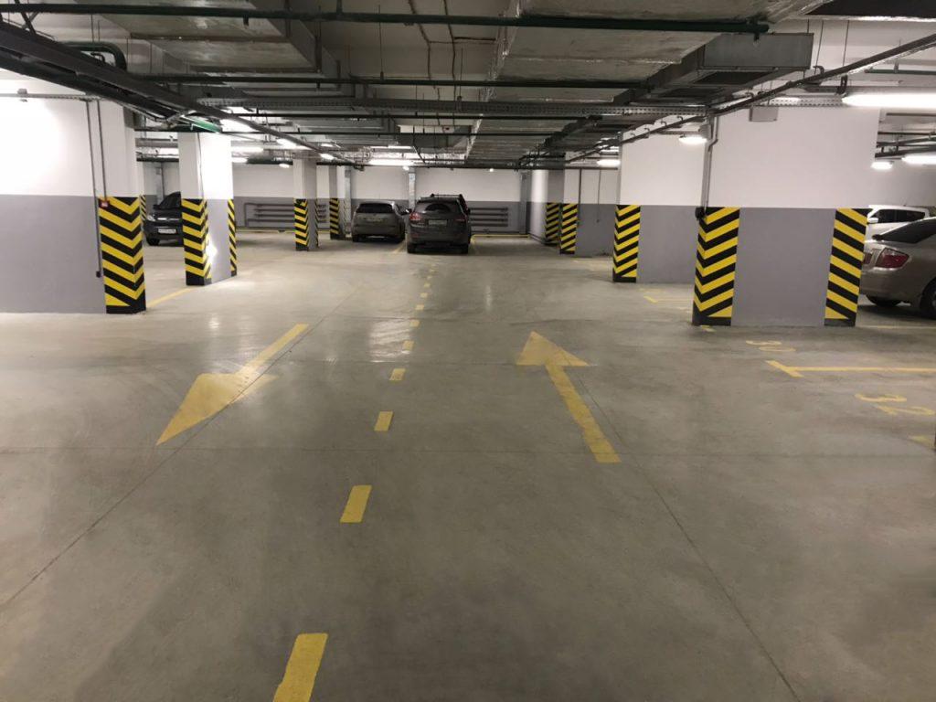 Пример допинговых полов на московском паркинге. На фото отлично видны стыки, которые станут проблемой в случае скопления влаги.
